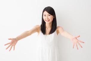 日本人女性の写真素材 [FYI04694223]