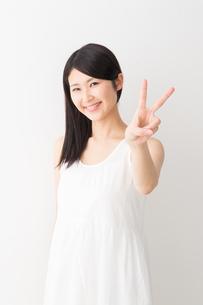 日本人女性の写真素材 [FYI04694285]