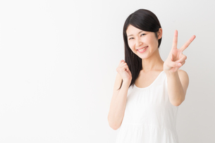 日本人女性の写真素材 [FYI04694287]