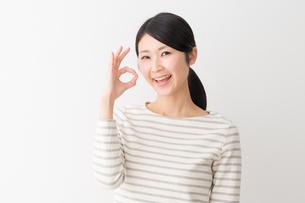 日本人女性の写真素材 [FYI04694413]