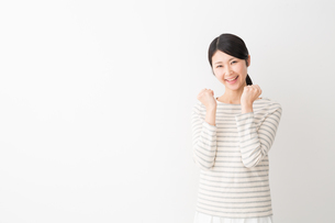 日本人女性の写真素材 [FYI04694426]