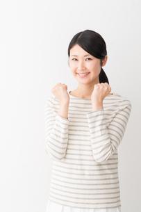 日本人女性の写真素材 [FYI04694427]