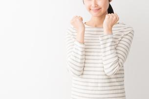日本人女性の写真素材 [FYI04694429]