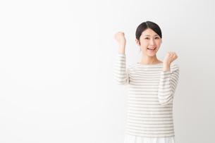日本人女性の写真素材 [FYI04694433]