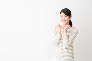 日本人女性の写真素材 [FYI04694438]