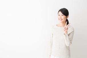 日本人女性の写真素材 [FYI04694457]