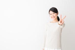 日本人女性の写真素材 [FYI04694459]