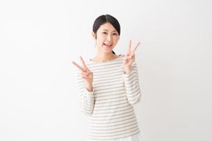 日本人女性の写真素材 [FYI04694465]