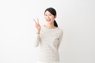 日本人女性の写真素材 [FYI04694467]