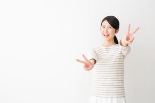 日本人女性の写真素材 [FYI04694468]