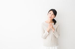 日本人女性の写真素材 [FYI04694490]