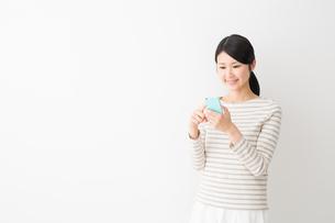 日本人女性の写真素材 [FYI04694626]