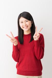 日本人女性の写真素材 [FYI04694727]