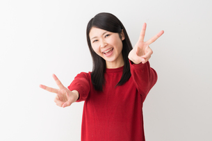 日本人女性の写真素材 [FYI04694732]
