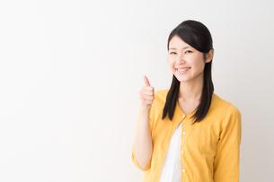 日本人女性の写真素材 [FYI04694846]