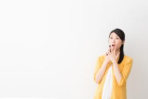 日本人女性の写真素材 [FYI04694900]