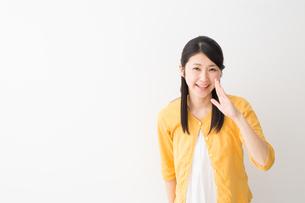 日本人女性の写真素材 [FYI04694915]