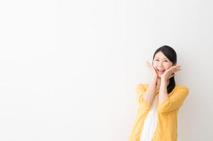 日本人女性の写真素材 [FYI04694919]
