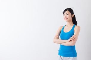 スポーツ着姿の女性の写真素材 [FYI04695187]