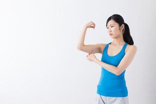スポーツ着姿の女性の写真素材 [FYI04695241]