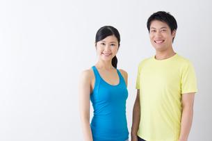 スポーツ着姿の男性と女性の写真素材 [FYI04695274]