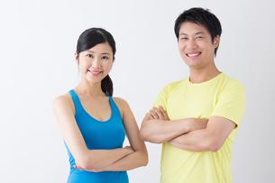 スポーツ着姿の男性と女性の写真素材 [FYI04695278]
