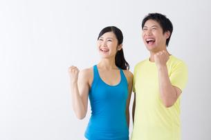 スポーツ着姿の男性と女性の写真素材 [FYI04695291]