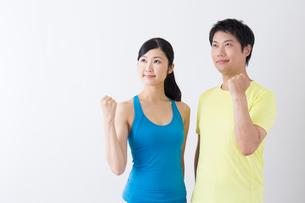 スポーツ着姿の男性と女性の写真素材 [FYI04695294]