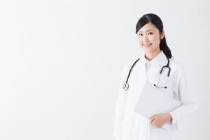 日本人女性医師の写真素材 [FYI04695352]