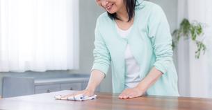 日本人シニア女性の写真素材 [FYI04695552]