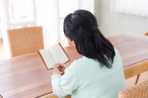 日本人シニア女性の写真素材 [FYI04695561]