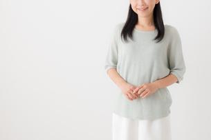 日本人女性の写真素材 [FYI04696196]