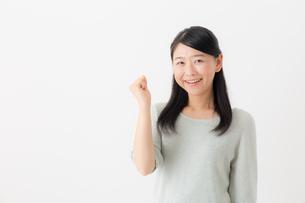 日本人女性の写真素材 [FYI04696211]