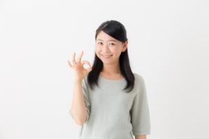 日本人女性の写真素材 [FYI04696214]