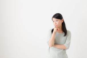 日本人女性の写真素材 [FYI04696240]