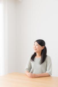 日本人女性の写真素材 [FYI04696376]