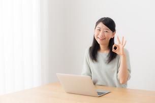 日本人女性の写真素材 [FYI04696406]