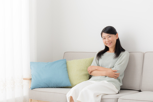 日本人女性の写真素材 [FYI04696525]