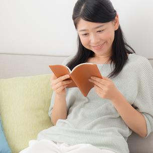 日本人女性の写真素材 [FYI04696540]
