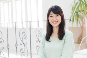 日本人女性の写真素材 [FYI04697071]