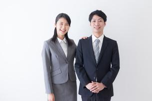 日本人ビジネスマンとビジネスウーマンの写真素材 [FYI04697595]