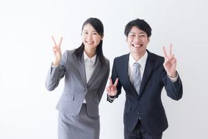 日本人ビジネスマンとビジネスウーマンの写真素材 [FYI04697622]