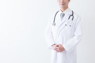 日本人男性医師の写真素材 [FYI04697632]