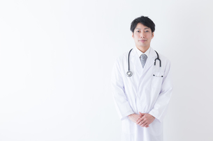 日本人男性医師の写真素材 [FYI04697638]