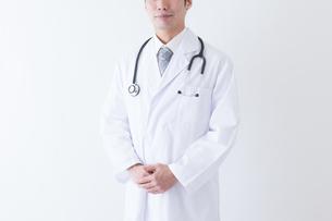 日本人男性医師の写真素材 [FYI04697642]