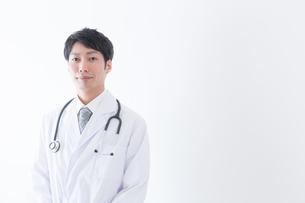 日本人男性医師の写真素材 [FYI04697645]