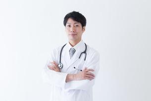 日本人男性医師の写真素材 [FYI04697648]