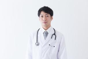 日本人男性医師の写真素材 [FYI04697651]