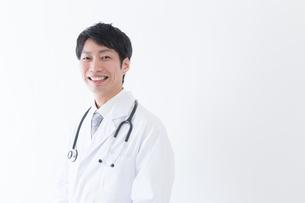 日本人男性医師の写真素材 [FYI04697653]