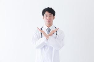 日本人男性医師の写真素材 [FYI04697661]
